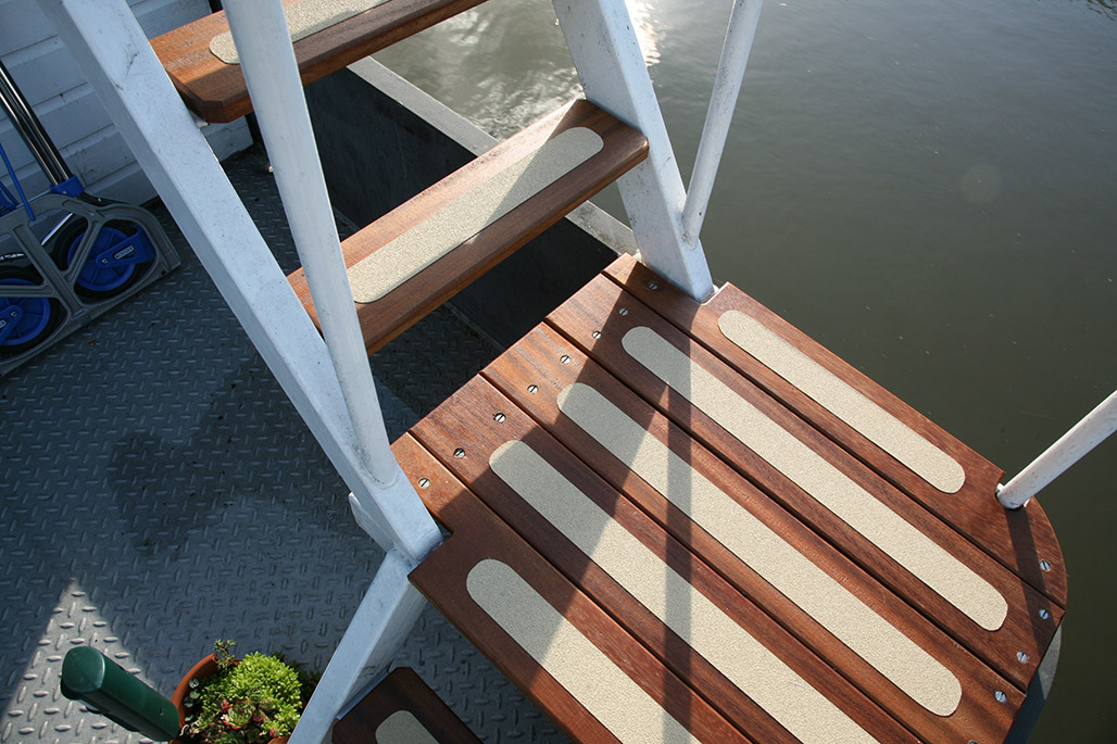 Steps and side-deck.